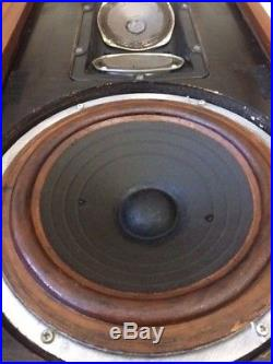 AR2 ACOUSTIC RESEARCH VINTAGE SPEAKERS, RARE Classic Very Collectible