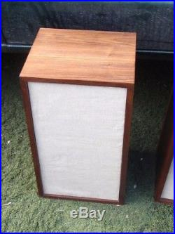 Vintage Acoustic Research AR5 Speakers good condition