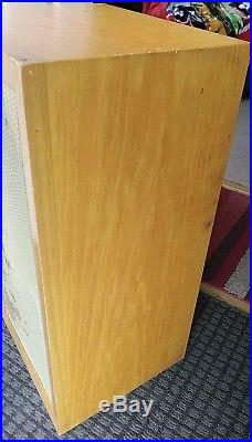 Vintage Pair Acoustic Research AR-3 Hi Fi Speakers. Good condition. UNTESTED